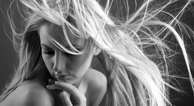 C mo eliminar la electricidad est tica del cabello for Eliminar electricidad estatica oficina