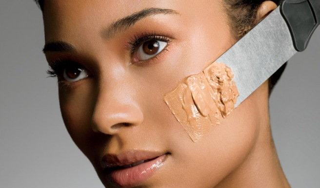 La pigmentación de la piel sobre los hombros