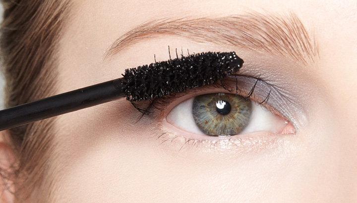 usar cepillo para pestanas