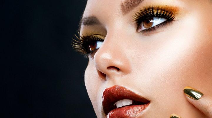 y por ltimo encima del maquillaje hay que echarse unos polvos especficos para fijar el color se aconseja elegir unos subtonos