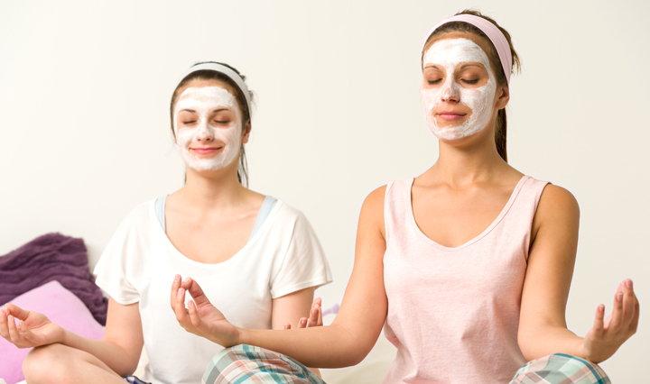 mujeres con mascarilla