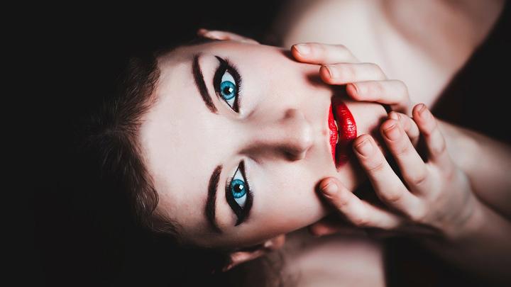 maquillaje-rojo-negro